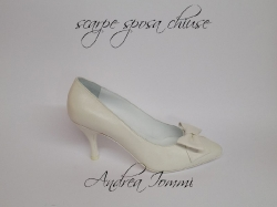 Pointed closed toe pump